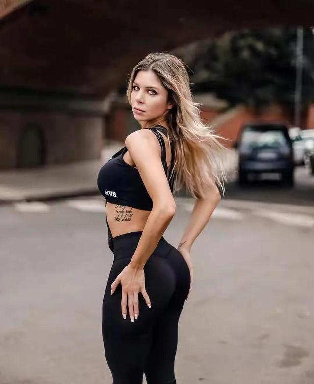 阿根廷女主持,身段曲线完善,收视率暴涨,好身段离不开自律 第7张图片