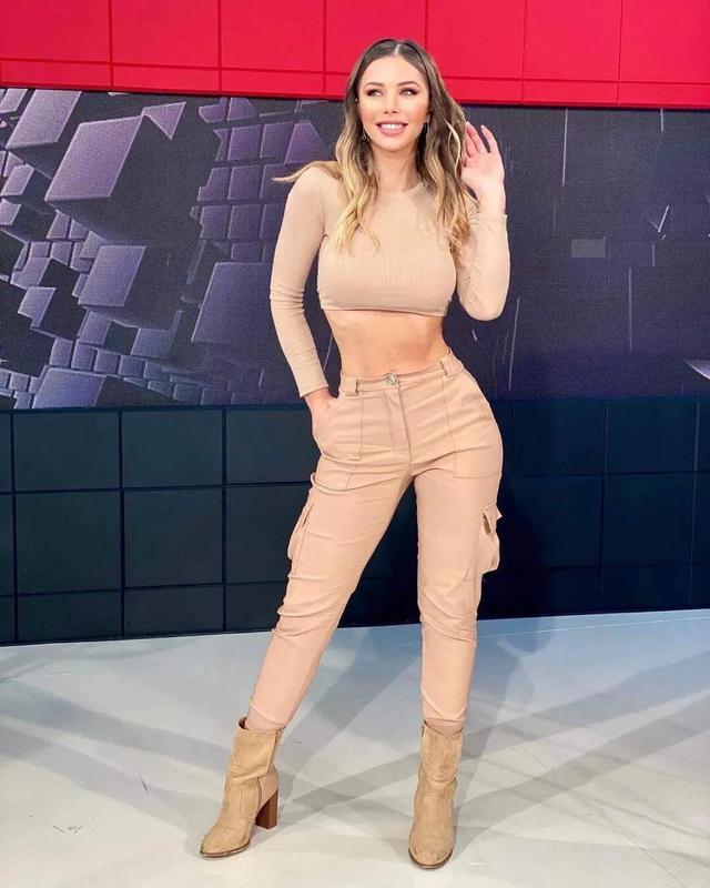 阿根廷女主持,身段曲线完善,收视率暴涨,好身段离不开自律 第10张图片