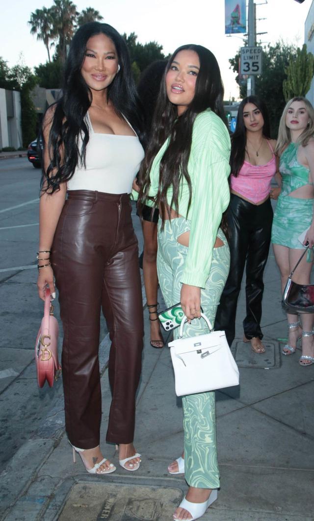 基莫拉·李·西蒙斯和明·李·西蒙斯在洛杉矶外出 第1张图片