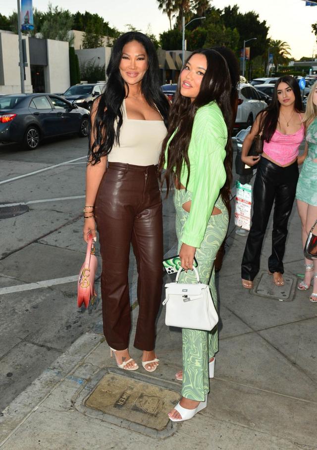基莫拉·李·西蒙斯和明·李·西蒙斯在洛杉矶外出 第8张图片