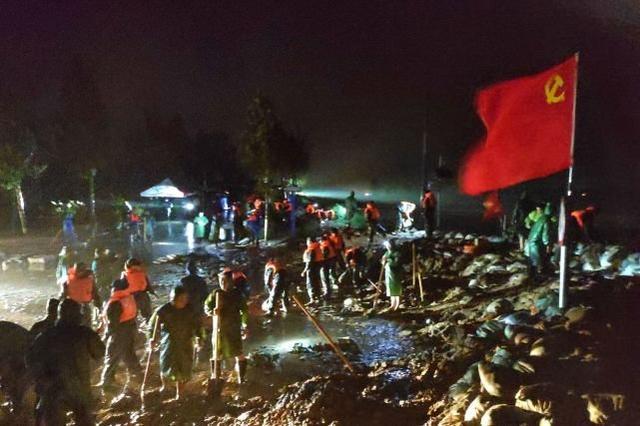 德国洪灾现场惊现窃贼,西方:为什么中国人能安静地等束缚军来救? 第1张图片