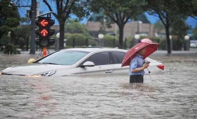 德国洪灾现场惊现窃贼,西方:为什么中国人能安静地等束缚军来救? 第2张图片