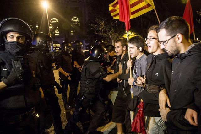 紊乱升级!西班牙又闹自力,法国上演全武行,德国却因车展而抗议 第1张图片