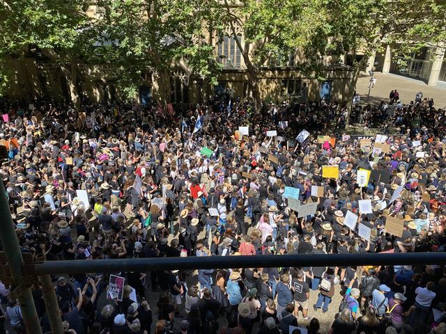 """澳大利亚已经""""沦亡""""!疫情最顶峰期间,数十万澳民享用仅余时光 第2张图片"""
