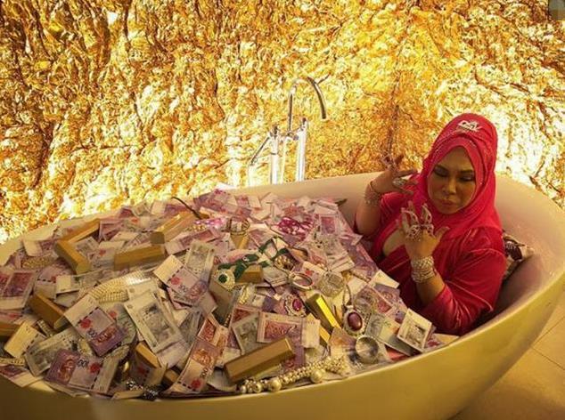 马来西亚50岁富婆要和27岁男助理成婚,女儿解体:已有5个爸爸 第4张图片