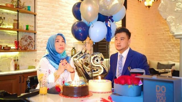 马来西亚50岁富婆要和27岁男助理成婚,女儿解体:已有5个爸爸 第11张图片