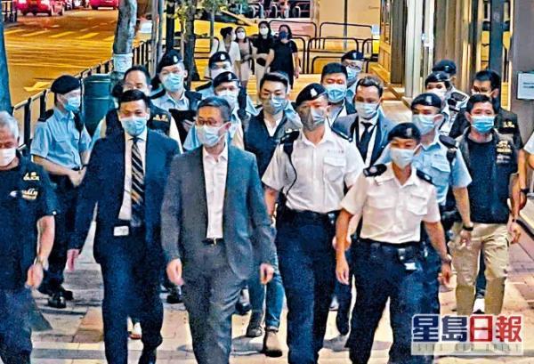 香港黑帮厮杀闯入警署,全港反黑4天逮捕298人 第1张图片