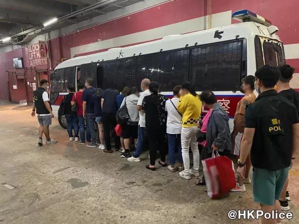 香港黑帮厮杀闯入警署,全港反黑4天逮捕298人 第3张图片